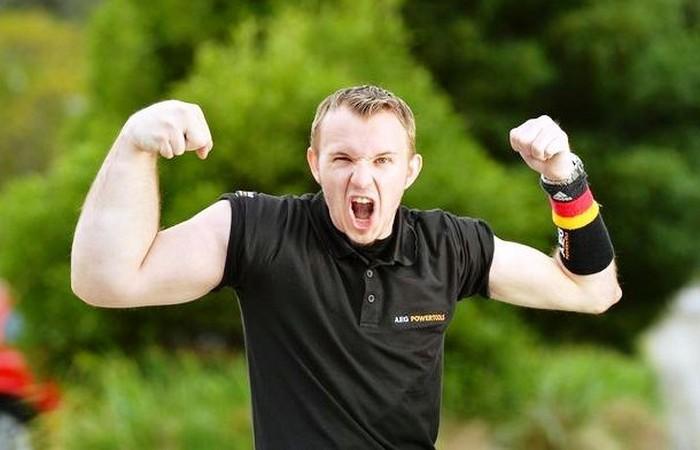 Маттиас Шлитте родился гигантской рукой.