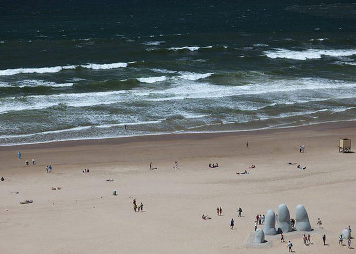 Памятник Утонувшему в Уругвае.