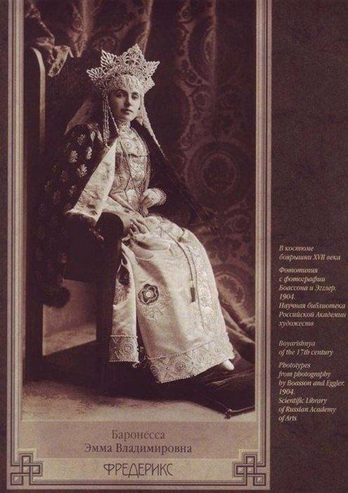 Баронесса Эмма Фредерикс в костюме боярышни 17-го века.