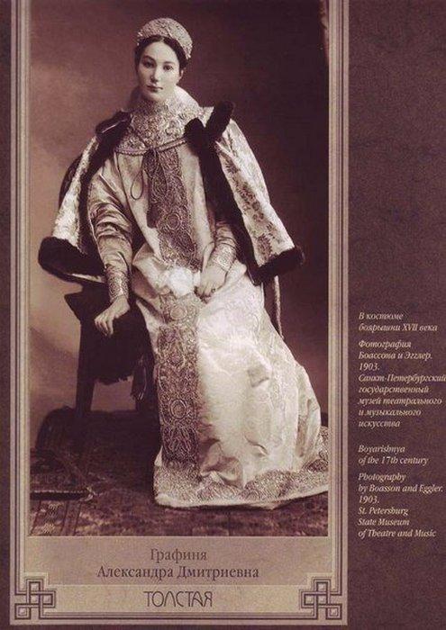 Графиня Александра Толстая в наряде боярышни 17-го века.