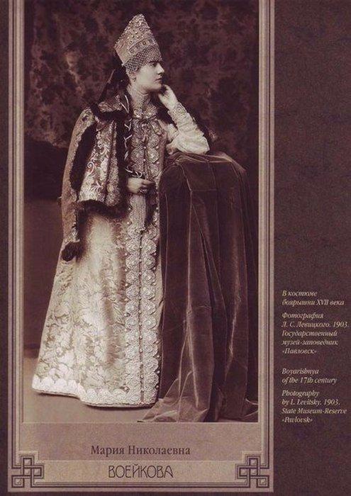 Мария Николаевна Воейкова в костюме боярышни 17-го века.