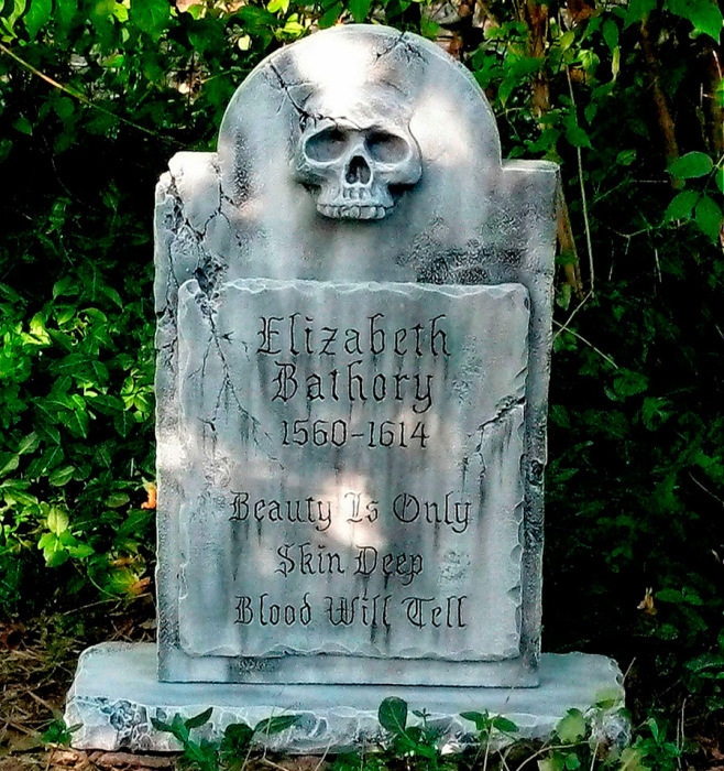 Место захоронения кровавой графини Батори. Правда, в ней был обнаружен гроб с камнями.