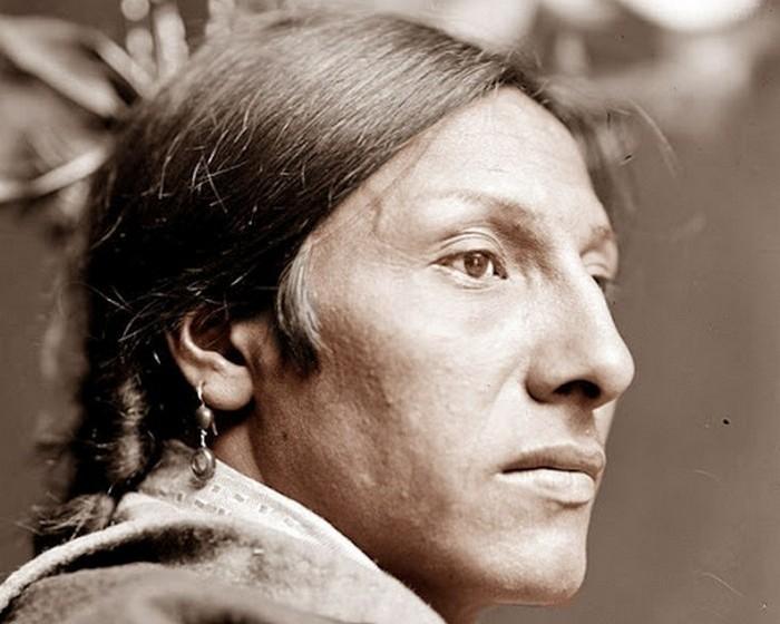 Амос Два быка, индеец племени лакота, 1900 год.