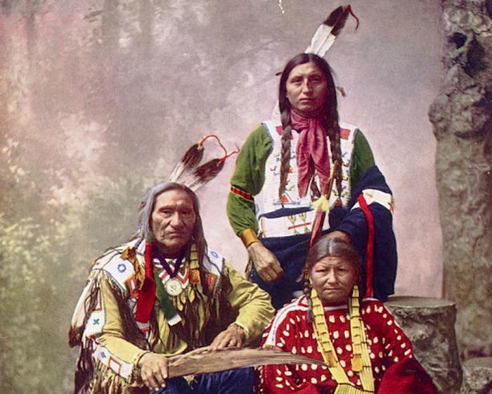 Вождь Маленькая рана со своей семьей. Оглала Лакота, 1899 год.