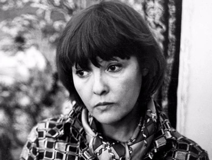 Белла Ахмадулина - поэт необычайного дара.