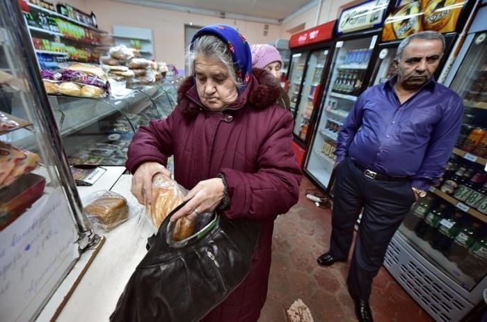 Мамуд Шавершян в своём магазине. / Фото: Петр Кассин