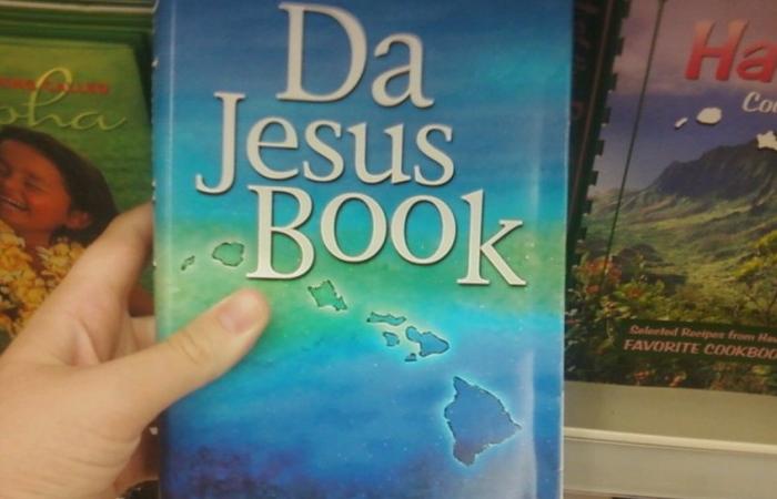 Библия переведена на гавайский пиджин.