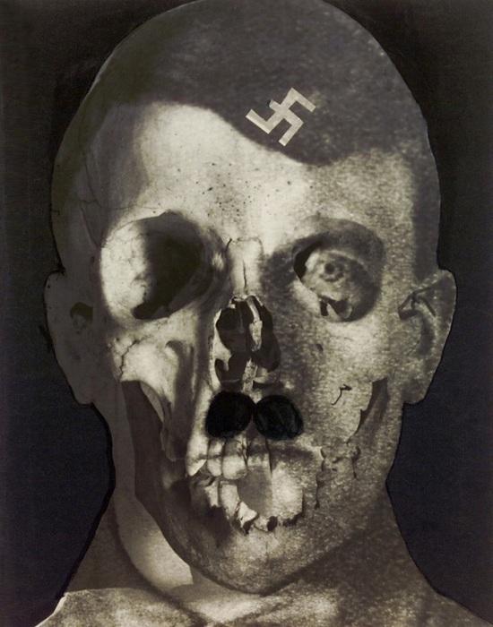 Лицо Гитлера с элементами черепа./Фото: old2.booknik.ru