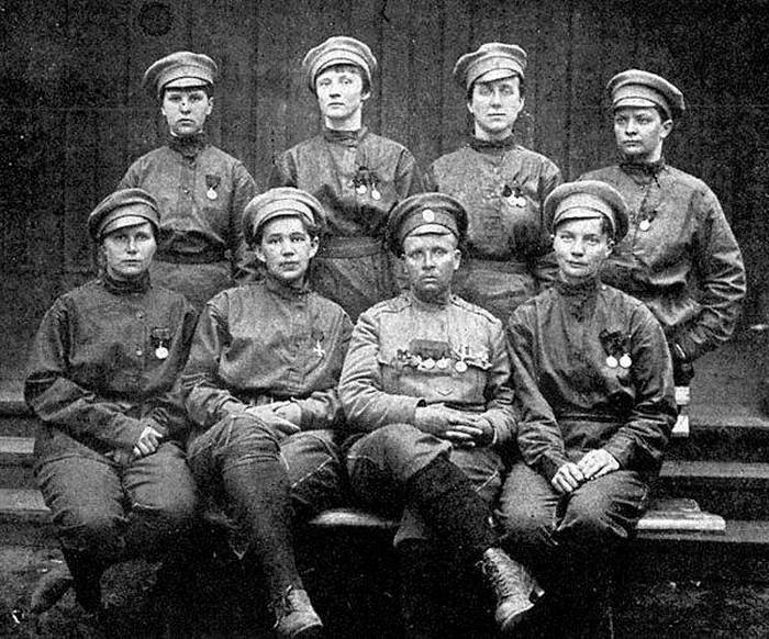 Бойцы женского батальона.