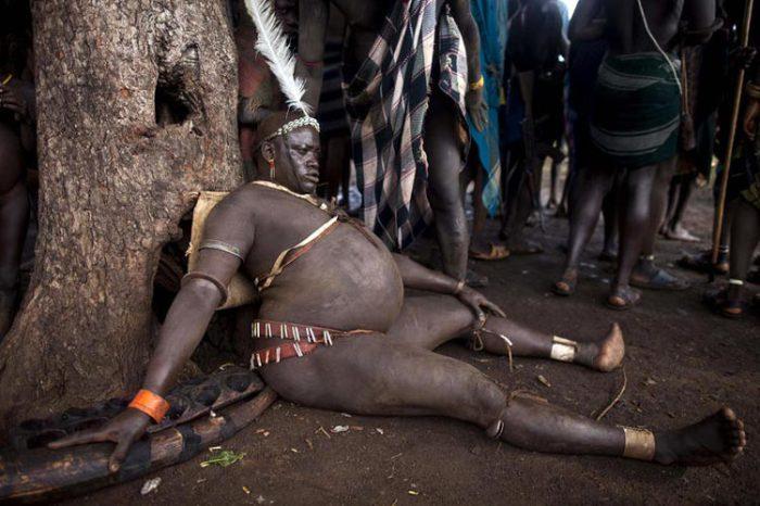 Кровь с молоком: самые красивые мужчины эфиопского племени Боди. Источник: www.dailymail.co.uk