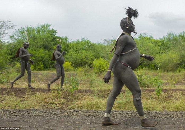 Самые завидные женихи племени боди. Источник: www.dailymail.co.uk