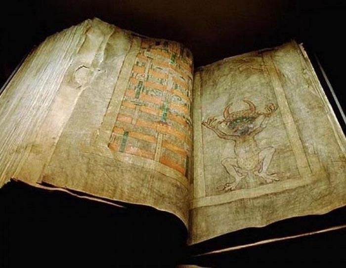 Библия Дьявола - самая большая в мире книга.