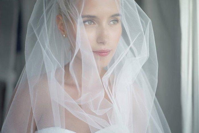 Невеста в фате - само очарование.