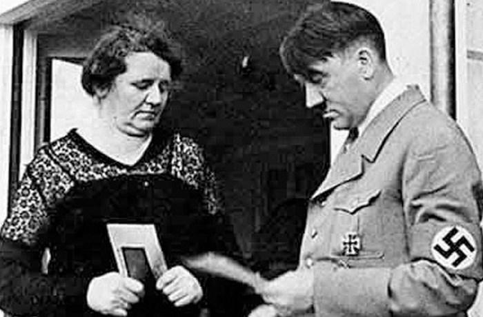 Анжела Раубаль и Адольф Гитлер.