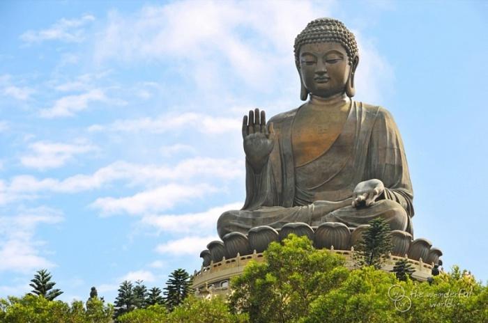 Большой Будда — бронзовая статуя Будды в Гонконге, на острове Лантау, вблизи монастыря По Лин.