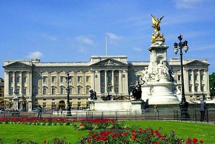 Букингемский дворец - резиденция британских монархов.