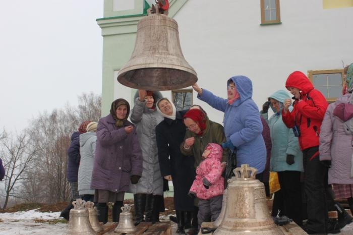 Освящение и поднятие колоколов на звонницу храма в Бураново  30 октября 2014.