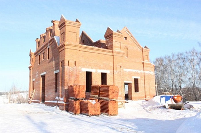 На строительной площадке храма.