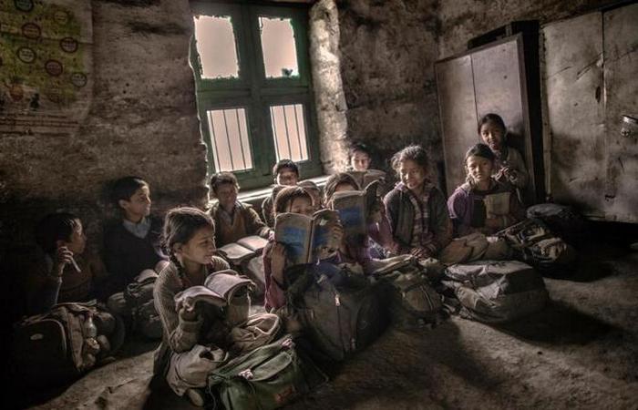 Через несколько лет обучения в начальной школе многие дети, которые хотят учиться дальше, ходят в школы других сел, до которых нужно добираться по несколько часов.