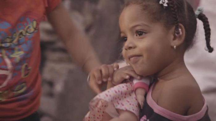 Из такой милой девочки может вырасти самый настоящий мальчик.