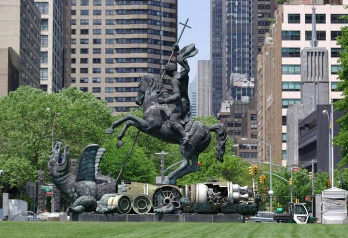 Монумент «Добро побеждает Зло». Церетели.