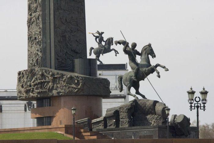 Монумент Победы. Фрагмент. 1995. Парк Победы на Поклонной горе, Москва