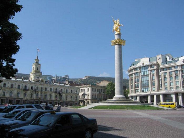 Памятник св.Георгию Победоносцу в Тбилиси. Церетели.