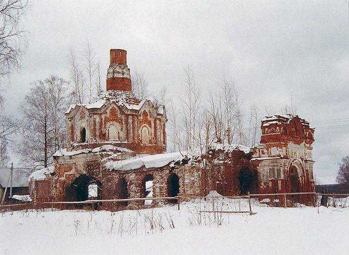 Церковь Рождества Христова в урочище Илкодино в Московской области.