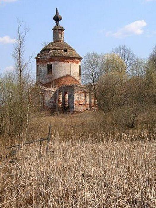 Храм Димитрия Солунского в Можайском районе Московской области.