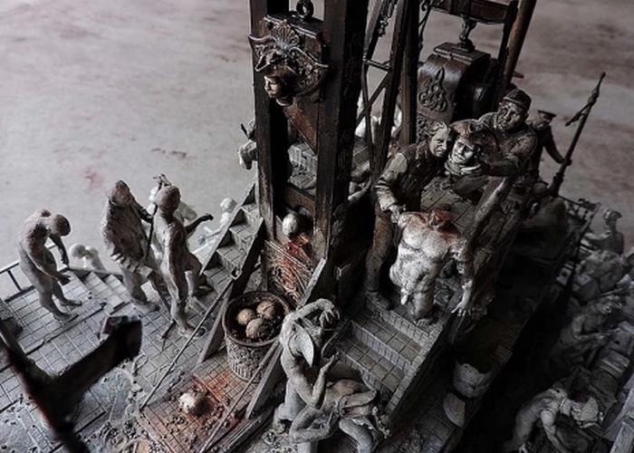 Фрагмент скульптуры «Поддельный патриот революции».
