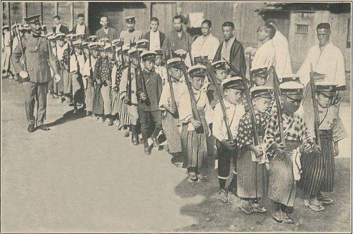 Японские дети во время военной подготовки, 1916
