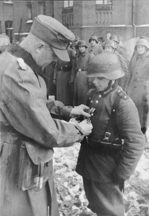 Немецкий мальчик-солдат в плену, Италия, 1944