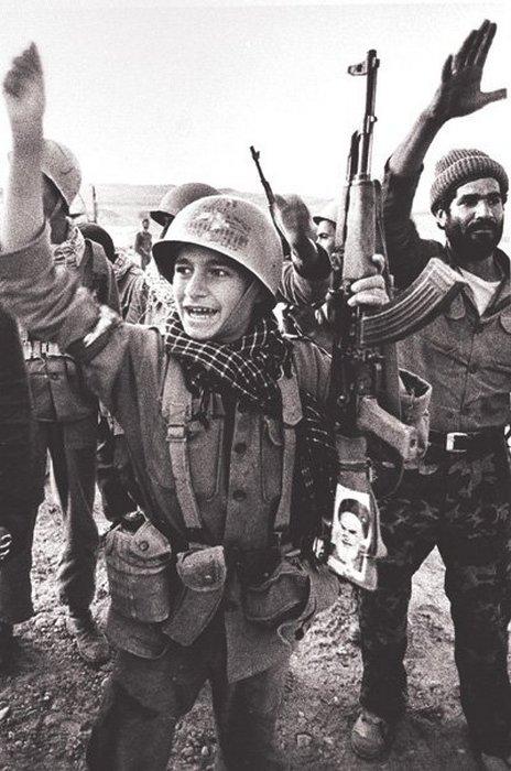 Иранский подросток-солдат после освобождения Хорремшехра