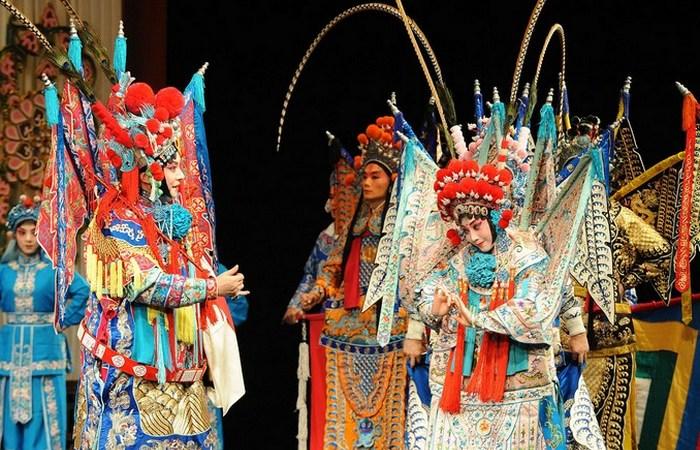 У китайской оперы 360 видов.