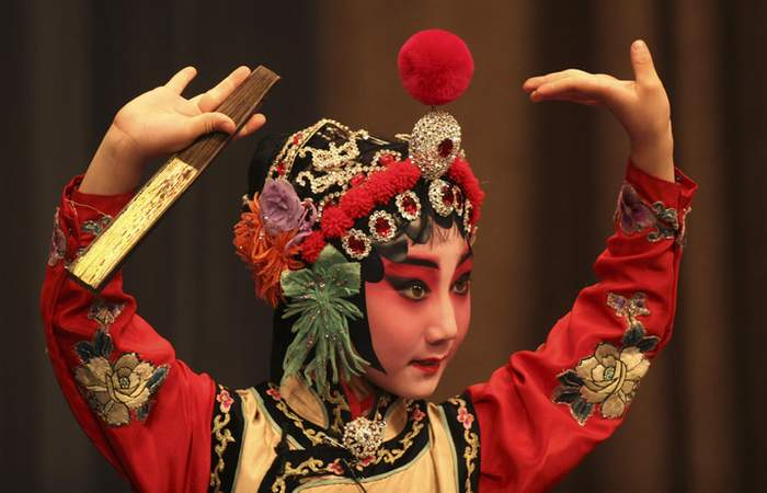 Кантонская опера - один персонаж в карьеру.