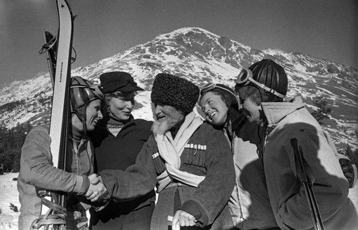 Чока Залиханов с альпинистами.