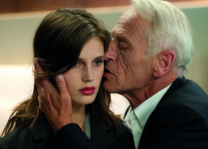 Кадр из фильма «Молода и прекрасна»./ Фото: filmoobzor.ru