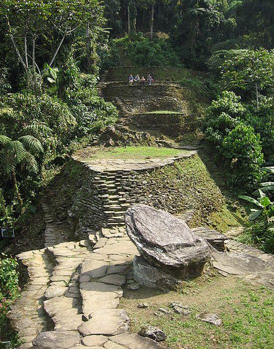 Официальные раскопки начались в 1976 году.