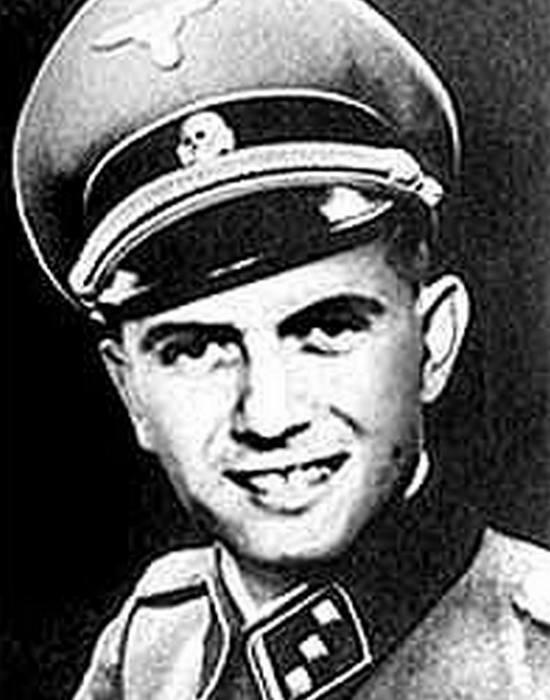 Основатель и лидер колонии Пауль Шефер. Осторожно, нацизм.