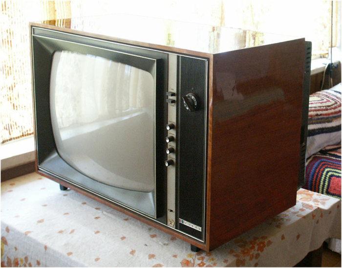 Советский цветной телевизор.