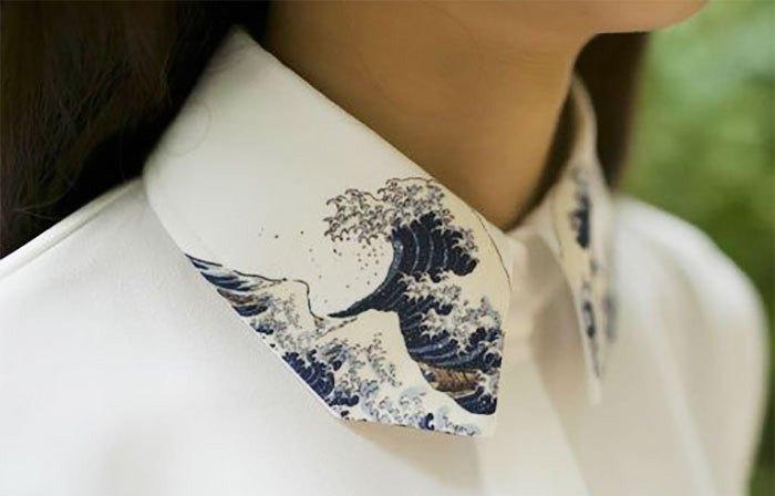 Белые воротнички с необычной отделкой выглядят очень стильно
