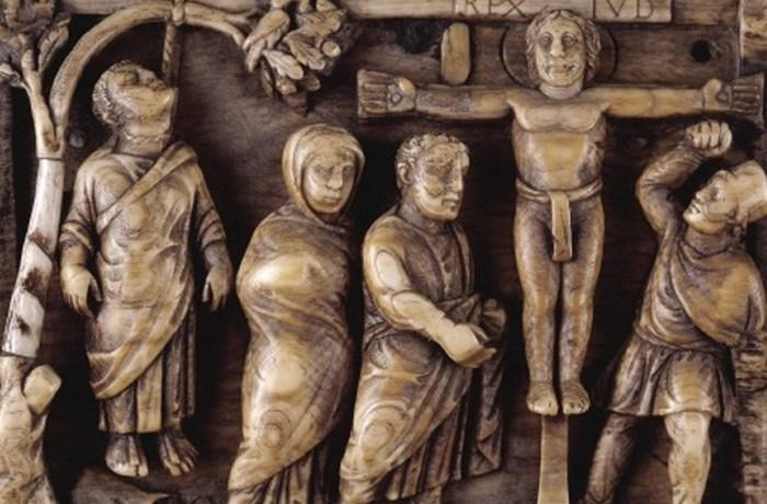 Раннее изображение Христа: распятие на пластинке из слоновой кости.
