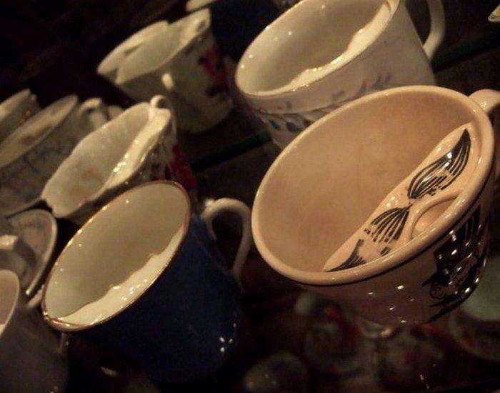 Чашки для усов, Стаффордшир, примерно 1750 год (Музей Виктории и Альберта).