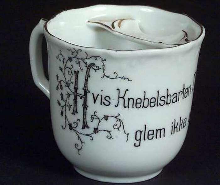 Чашка для усов в музее Norsk Folkemuseum, Осло.