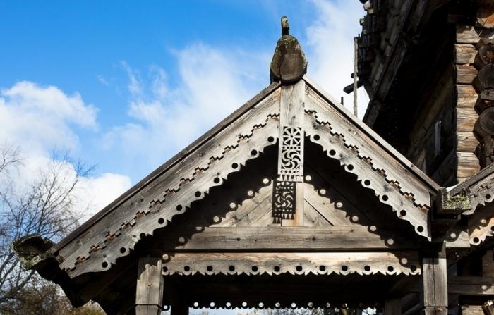400-летняя деревянная резьба.