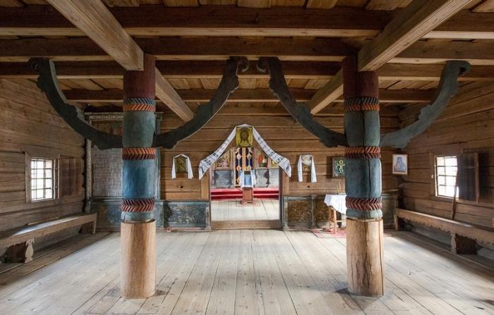 Столбы-подпорки — символ мирового древа.