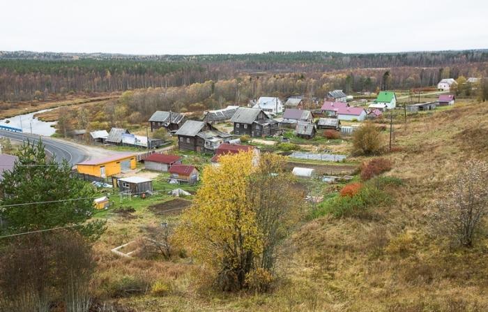 Вид на село и шоссе с колокольни.