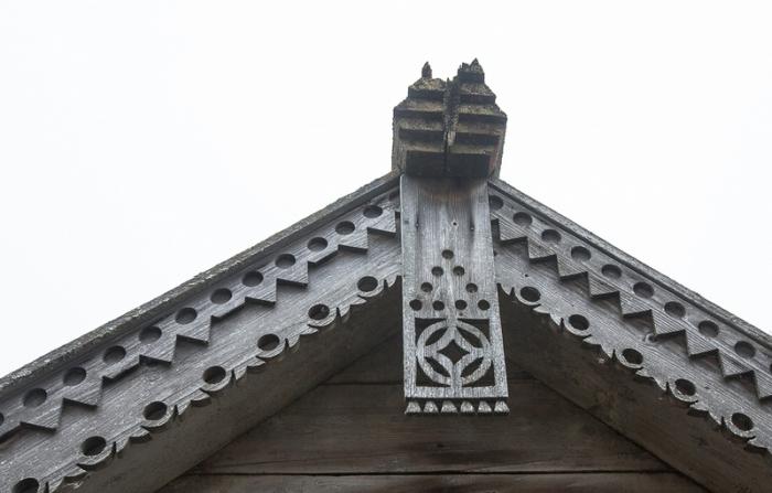 На любой деревянной церкви в Карелии можно увидеть сложную деревянную резьбу.