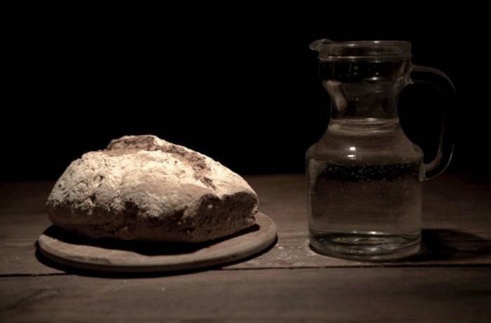 Темнота и голодание как лекарство от танцевальной чумы.