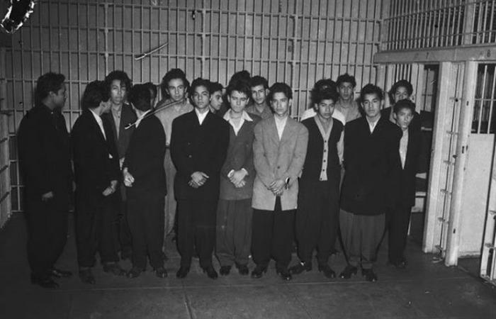 Аресты юношей из мексиканских банд.